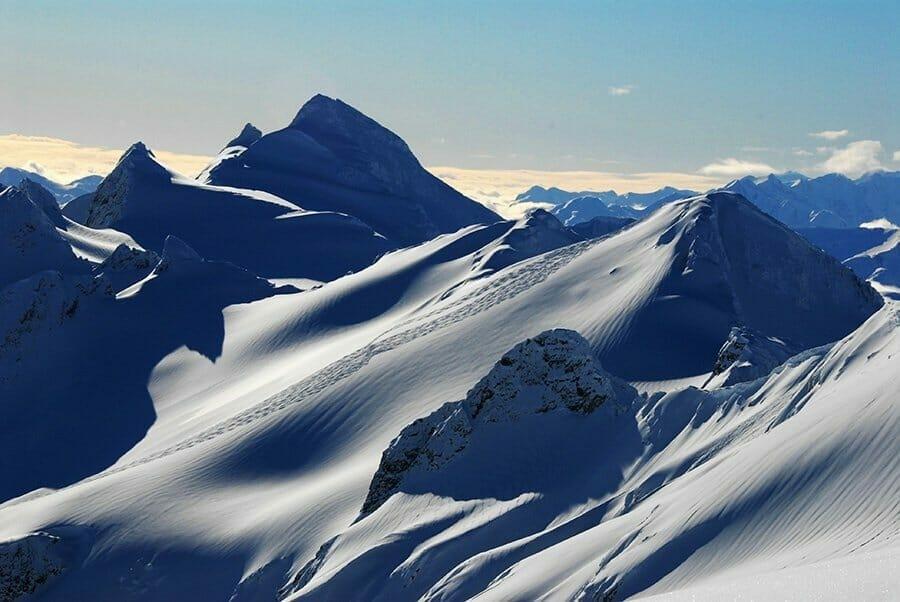 Heli-Skiing-in-British-Columbia